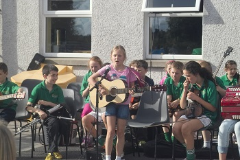 Junior Comhaltas with Tara