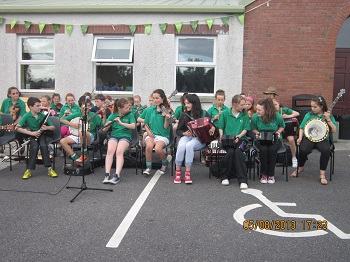 Junior comhaltas entertaining the crowd